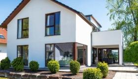 Méthodes de construction – maison préfabriquée, maison solide ou maison en rondins ?
