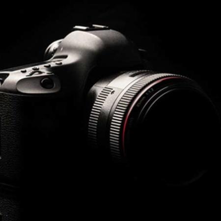 Photographie de nuit : Photographie avec exposition longue durée, déclencheur à distance et lampe de poche.