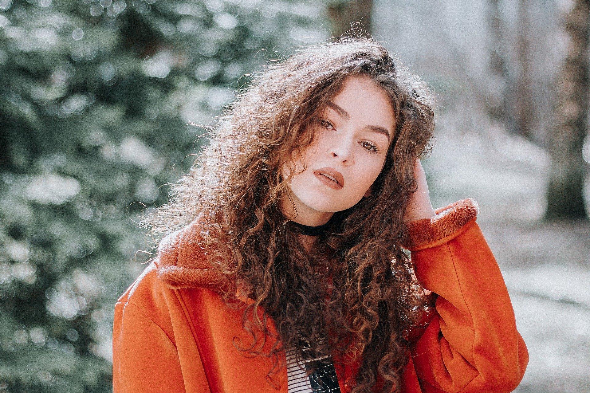 Tendances de la mode hivernale 2019 pour les femmes rondes / Mode grande taille : ces tendances conviennent aux femmes rondes.