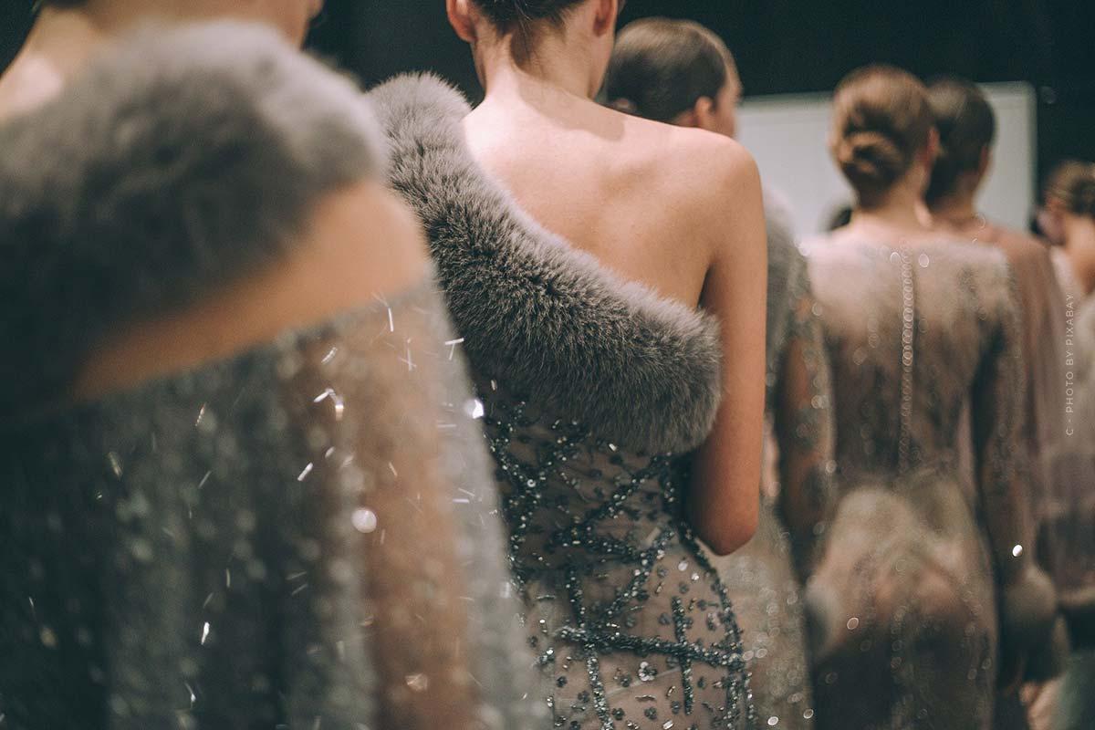 Défilé de mode Givenchy - Haute Couture extravagante et collections masculines romantiques