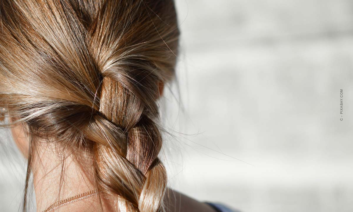 les coiffures tressées - tout, de la semi-ouverte à la tresse classique, en passant par la tresse latérale