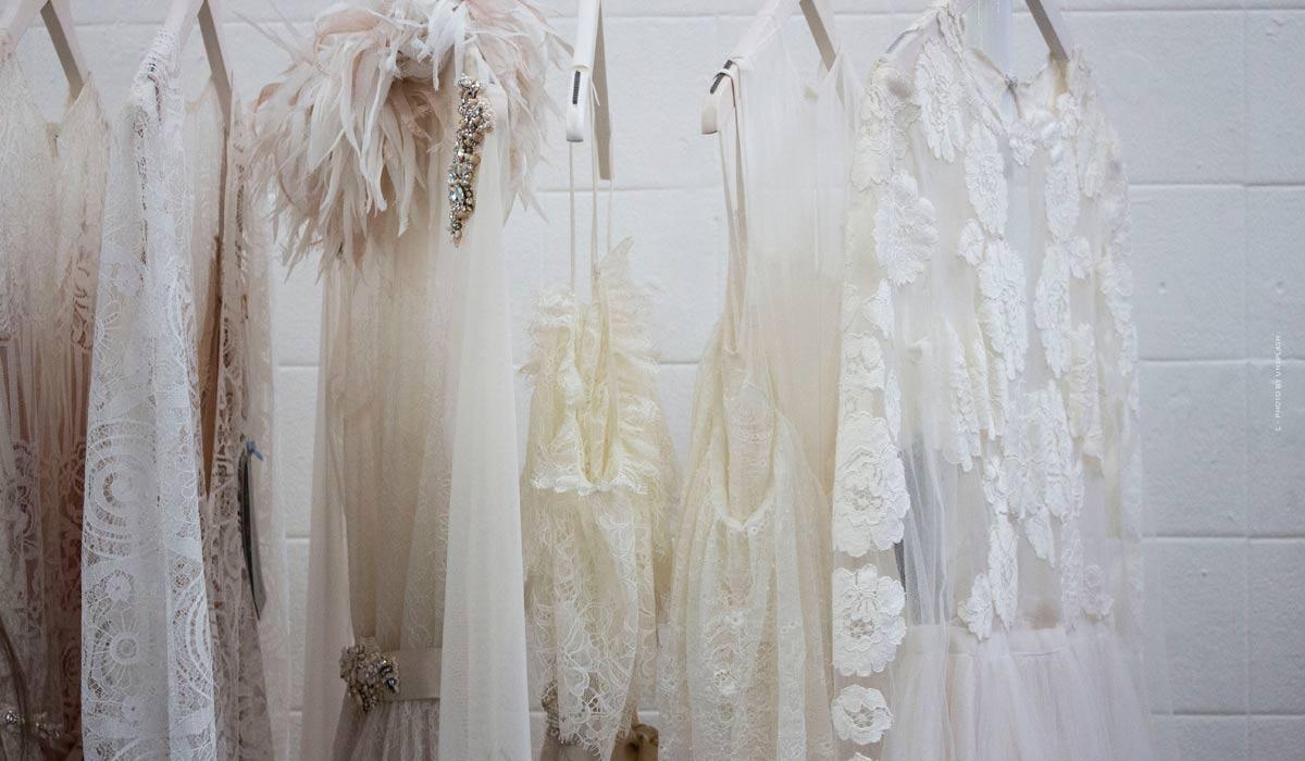 Points forts des défilés de Versace - Haute couture rebelle et Prêt-à-porter séduisant