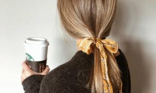 Coiffures super légères pour cheveux courts à imiter: avec et sans tresses, taquineries, tresses, robes
