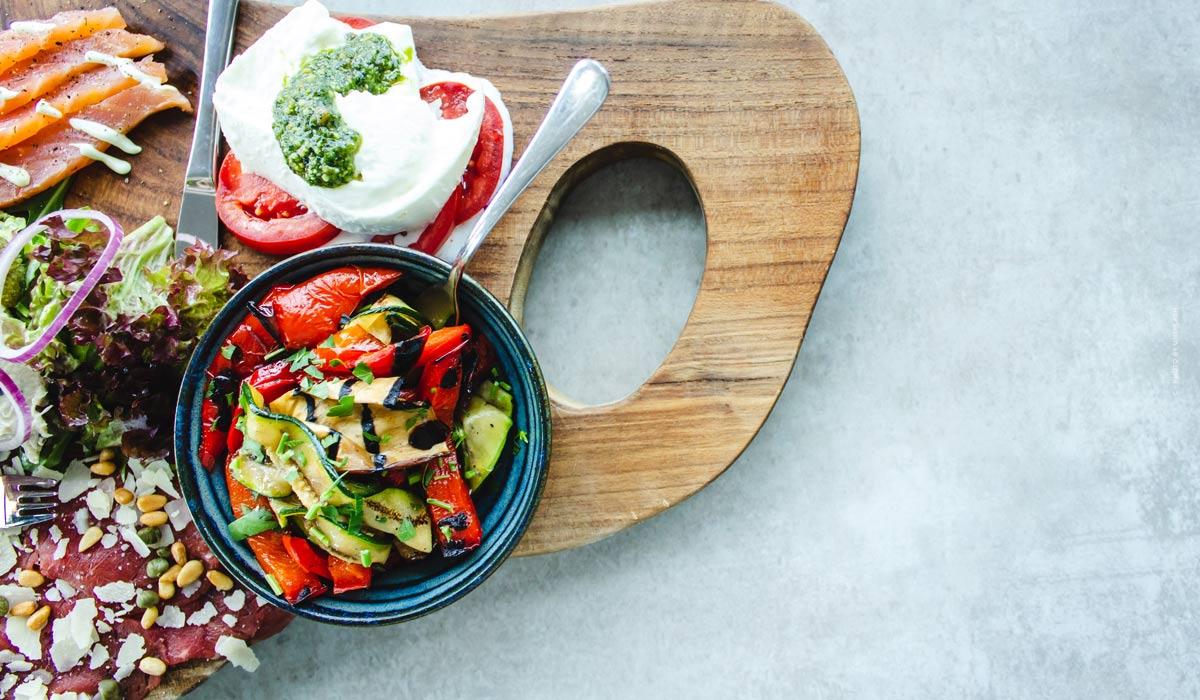 Des plats d'été simples: des recettes rapides avec et sans viande - froid et chaud, un plaisir!