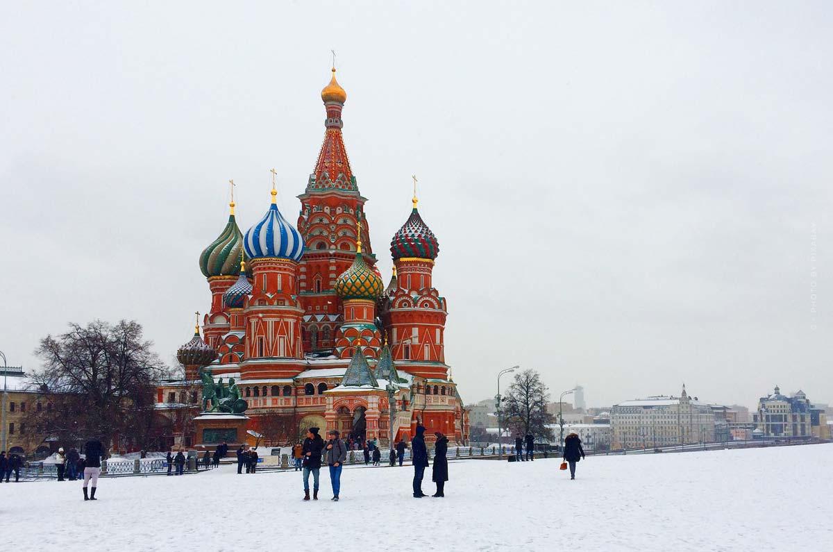 Semaine de la mode à Moscou: modèle virtuel Zoe, défilé de mode & designer