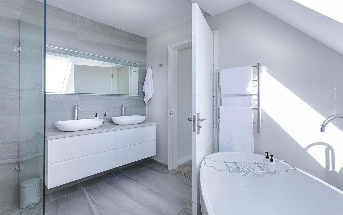 Meubles de salle de bains : Meubles, miroirs, couleurs et accessoires - de la planification aux finitions de la décoration