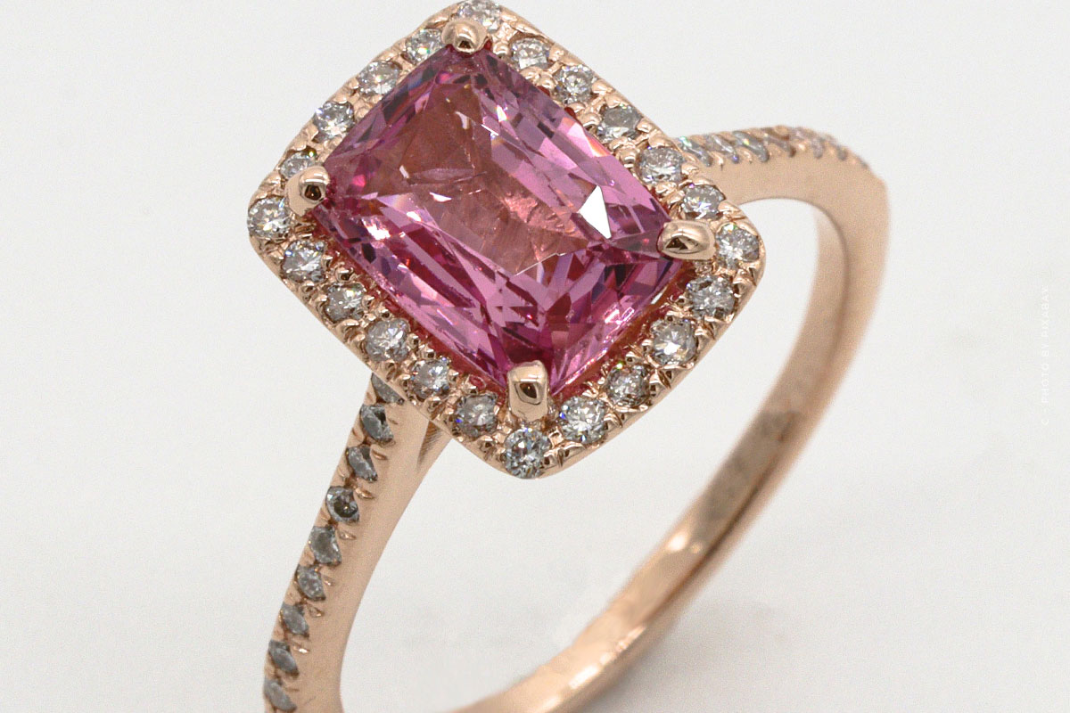Acheter du béryl rouge : Valeur, prix et bijouterie Bixbit - Pierre d'investissement
