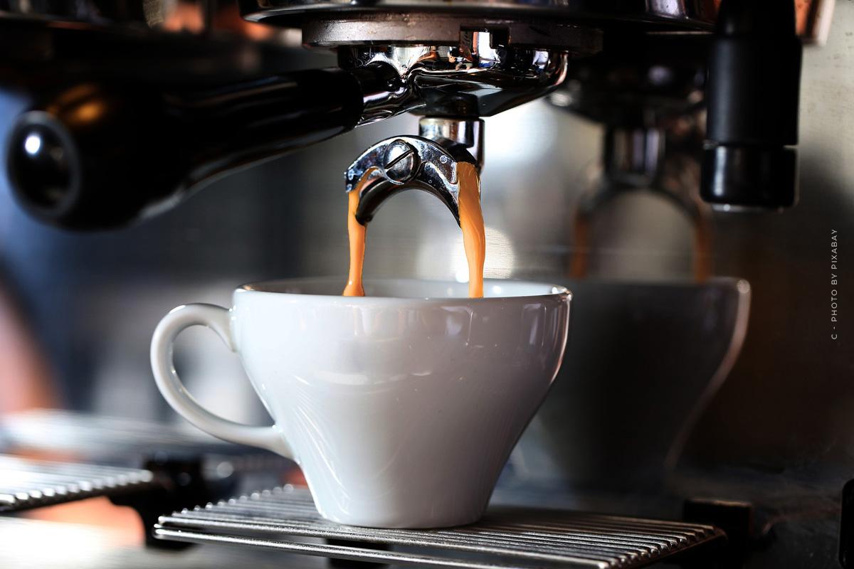 Saeco SM7683/10 Xelsis : Cafetière entièrement automatique avec écran tactile et mousseur de lait en test