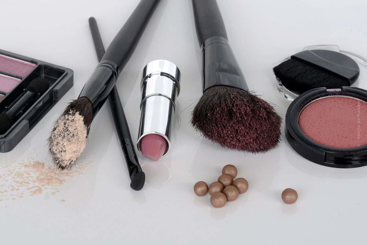 Maquillage : Apprêt, fond de teint, soin - un style pour chaque occasion