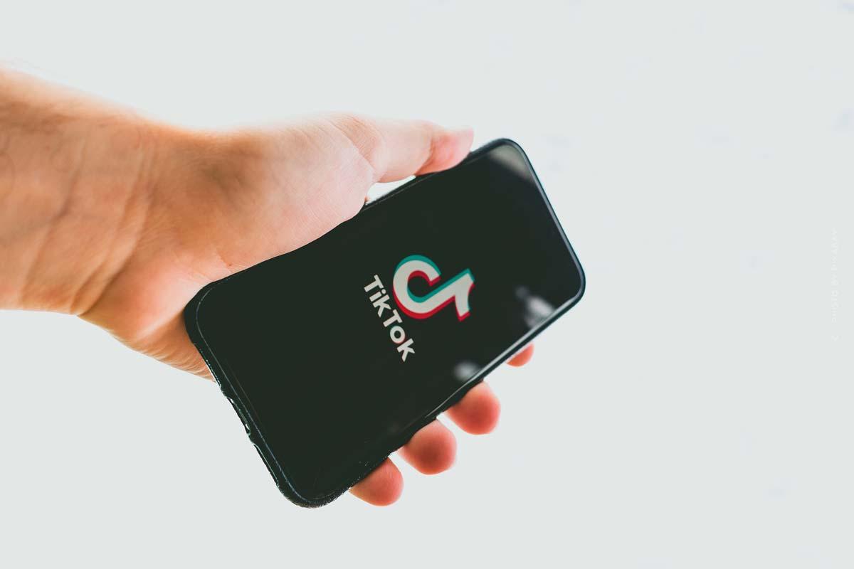 TikTok : Stars, publicité et followers - l'histoire de l'application