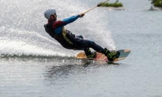 Vacances à Alfsee : ski nautique, piste de karting et sauna – nos conseils